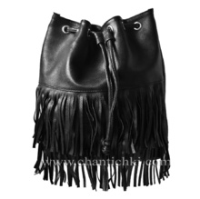 Модерна дамска чанта- раница с ресни в черно