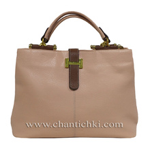 Дамска чанта изработена от висококачествена еко кожа