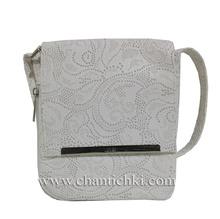 Практична дамска чантичка през рамо