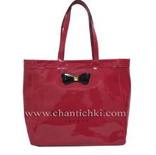 Дамска чанта в малинов цвят - лак