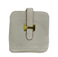 Дамска чантичка с дълга дръжка
