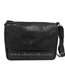 Малка дамска чантичка през рамо в черно