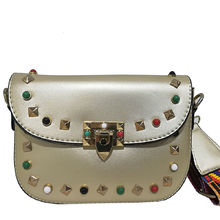 Дамска чанта през рамо в златисто